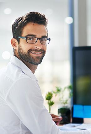 mann vor computer