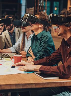 Menschen mit VR Brillen