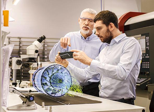 Zwei Wissenschafter nützen 5G Technologie
