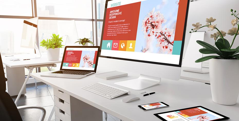 Computer mit Responsive Design und kräftigen Farben