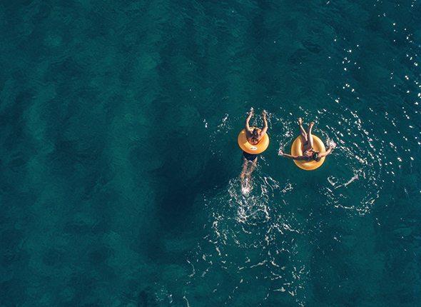 Schwimmer von oben