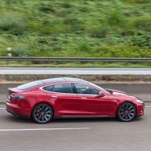 Tesla auf der Straße