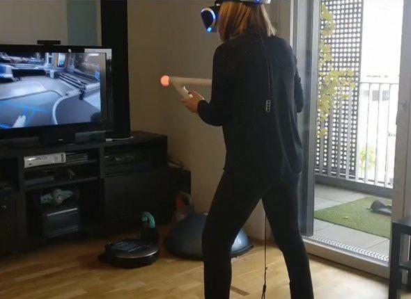 Frau beim Spielen