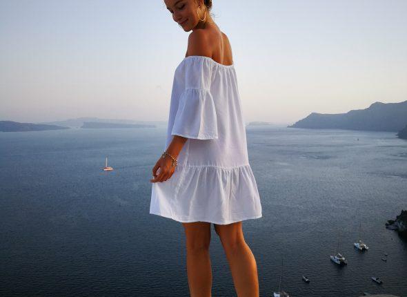 Frau in Santorin Urlaub