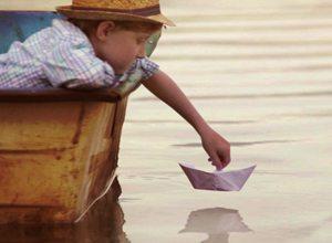 Bub mit Boot